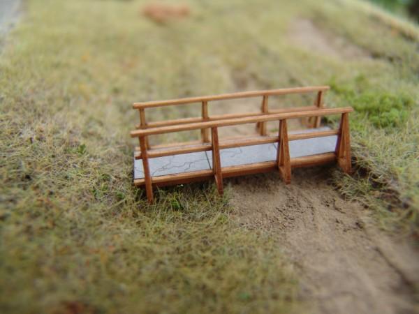 Holzbrücke mit Betonfeldern, H0 gebaut, unlackiert